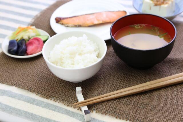 ダイエット向きな朝食・朝ごはんレシピ8選|時短テクとマンネリの解決法